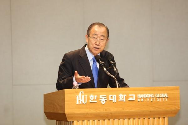 (사진1)반기문 제8대 유엔 사무총장이 지난 27일 한동대에서 강연하고 있다
