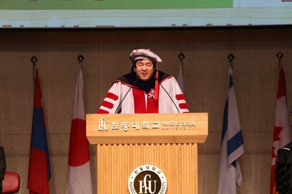 (사진1)장순흥 한동대 총장이 입학식 식사를 말하고 있다