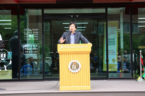 (사진1)장순흥 한동대 총장이 축사를 전하고 있다