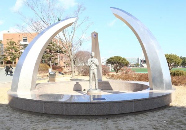 (사진2)순교 20주년 기념 조형물