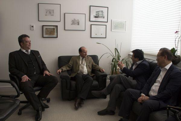 (사진2)한동대 장순흥 총장이 마켄지대학교 다비 찰스 고메스 총장을 비롯한 학교 관계자들과 만나 양교 간 협력 방안을 논의했다