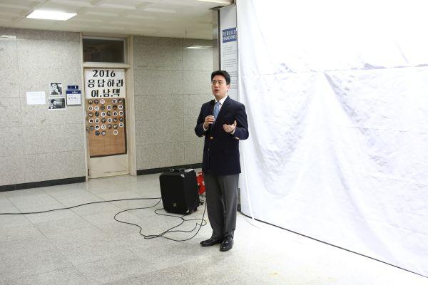 (사진2)최유강 총동문회 회장이 인사말을 전하고 있다
