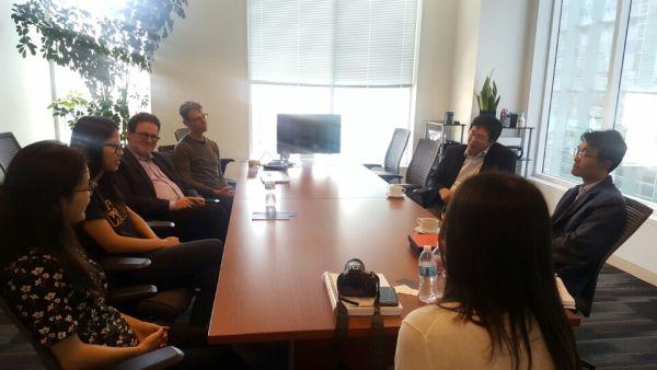 (사진2)한동대 장순흥 총장이 미네르바스쿨 벤 넬슨 CEO를 비롯한 관계자들과 만나 양교 간 협력 방안을 논의했다