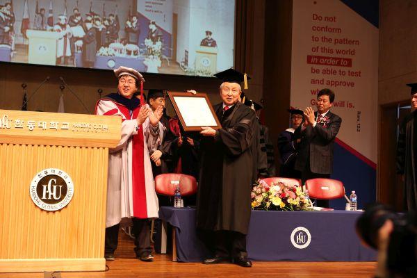 (사진3)김장환 목사(오른쪽)